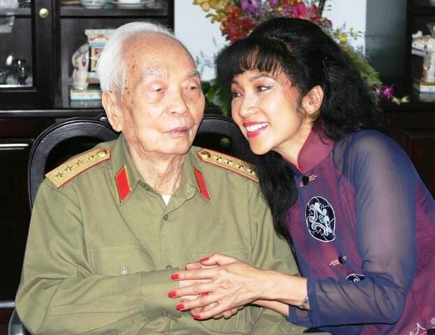 Tiana Thanh Nga với đại tướng Võ Nguyên Giáp