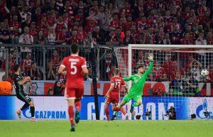 Khóa chặt Ronaldo, Bayern Munich vẫn thua ngược Real Madrid