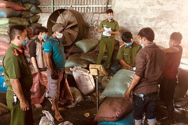 Họp báo khẩn vụ cà phê trộn pin bán ra thị trường
