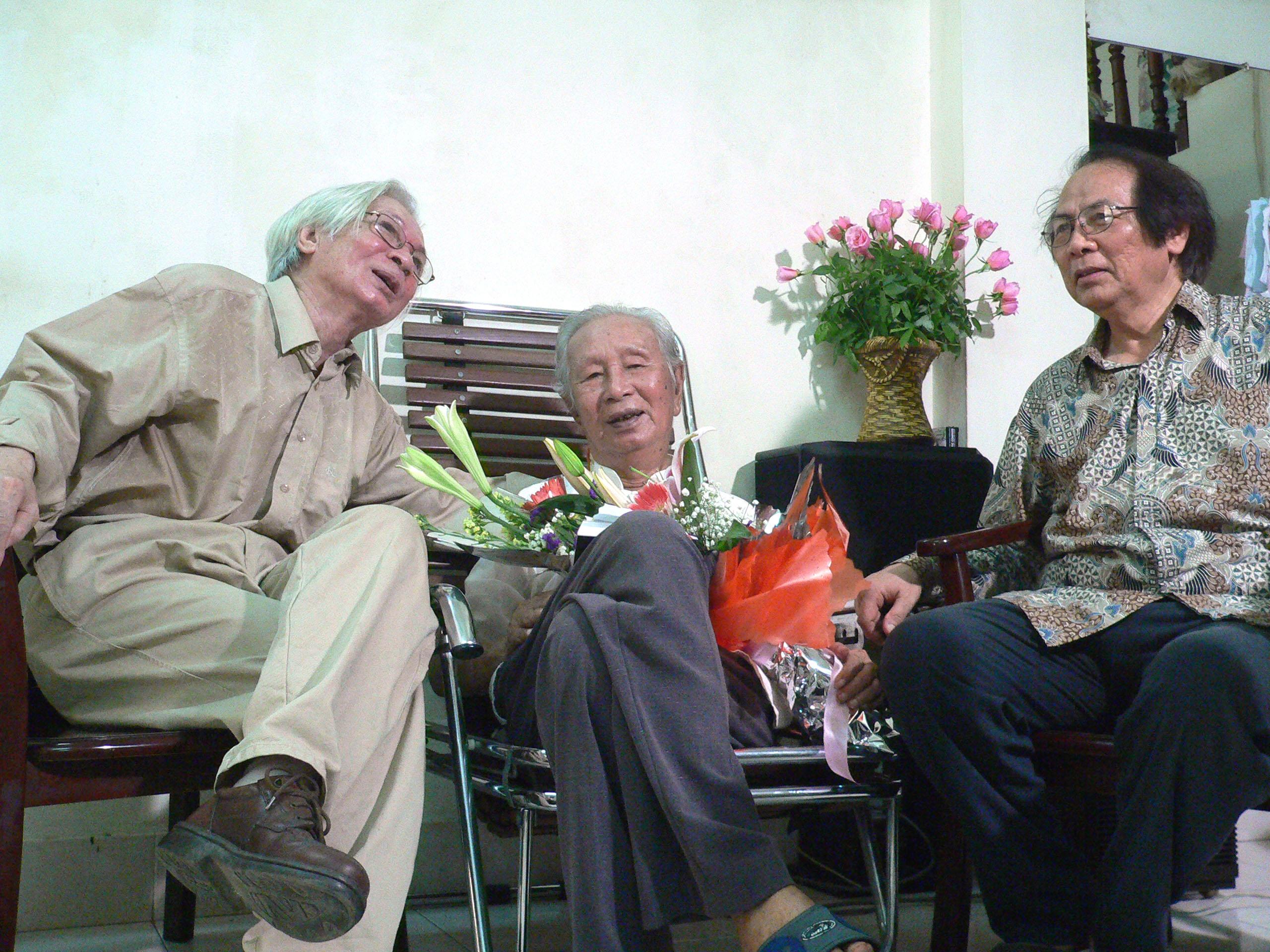 Học giả Mịch Quang với Giáo sư Hoàng Chương