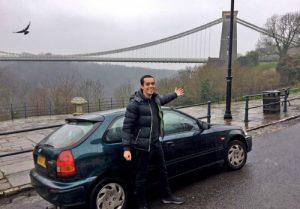 Chàng trai mua ôtô lái xuyên thành phố vẫn rẻ hơn vé tàu ở Anh