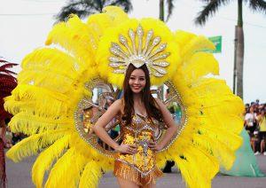 Lễ hội 'Diễu hành đường phố' Đồng Hới thu hút hàng ngàn người