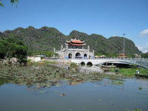 Bắn pháo hoa trong 15 phút nhân kỷ niệm 1050 năm nhà nước Đại Cồ Việt