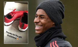 Thần đồng MU được Ronaldo tặng quà