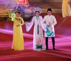 Ấn tượng đêm trình diễn áo dài Festival Huế 2018 – 'Huế Vàng Son'