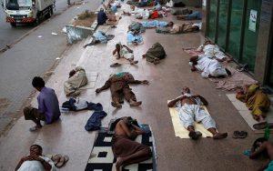 Nắng kỷ lục 45 độ C, 65 người chết tại Pakistan