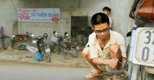 Chuyện tình cổ tích đằng sau tiệm sửa xe miễn phí của người đàn ông nghèo ở Nghệ An