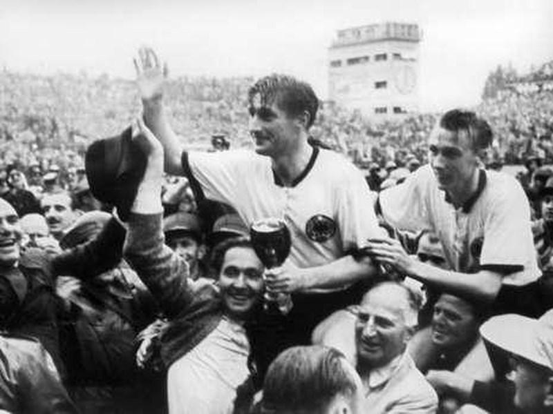 Ký ức World Cup: Nhà vô địch thua đậm nhất lịch sử