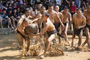 Ồ ạt tổ chức lễ hội: Biến dạng và biến chất