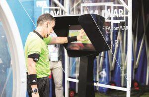 Tranh cãi World Cup 2018: VAR cũng chỉ là con người