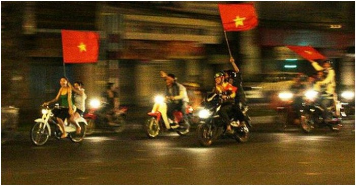 Đua xe mùa World Cup ở Hà Nội