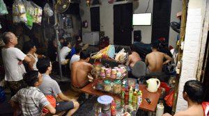 Những cách giảm tác hại khi thức khuya xem bóng đá