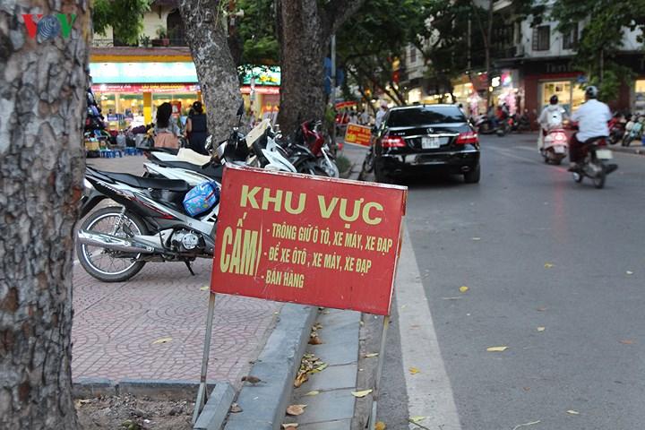 Lạ lùng người Hà Nội, càng cấm càng làm