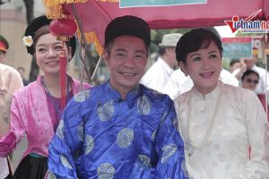 Công Lý diện áo the khăn xếp trong lễ cưới truyền thống