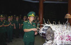 Dâng hương và 'hát cho các chị nghe' tại Ngã ba Đồng Lộc