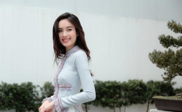 Nong Poy rực sáng cả góc phố Sài Gòn với tà áo dài Việt Nam
