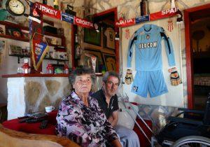 Thăm nhà cũ của Modric, Subasic