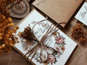 Những mẫu thiệp cưới cực đỉnh của giới trẻ Việt