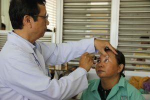 2 phụ nữ mù lòa được người không quen biết hiến giác mạc
