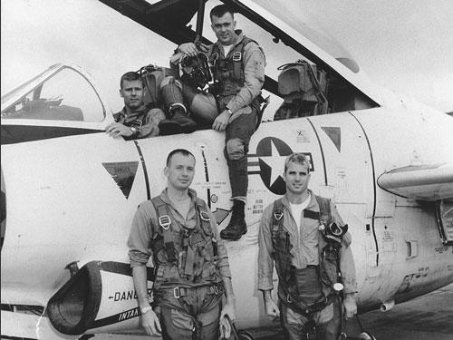 Thượng nghĩ sĩ John McCain: Từ tù binh chính trị đến người hàn gắn vết thương chiến tranh Việt Nam