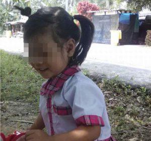 Bé 3 tuổi tử vong vì bị quên trên xe buýt trường