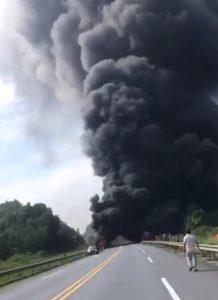 Cháy xe bồn chở xăng dầu trên cao tốc Hà Nội – Lào Cai