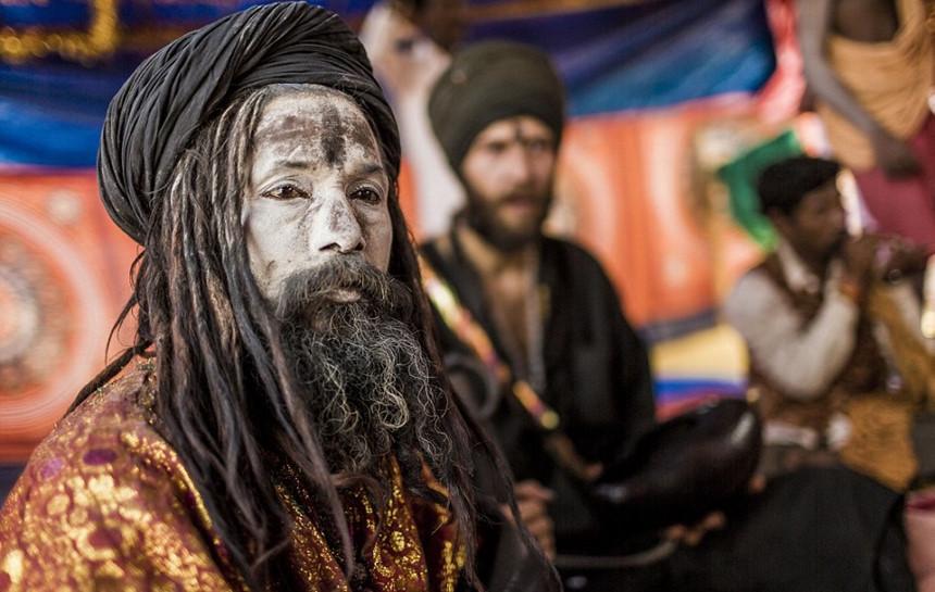 Khám phá bộ tộc ăn thịt người chết ở Ấn Độ