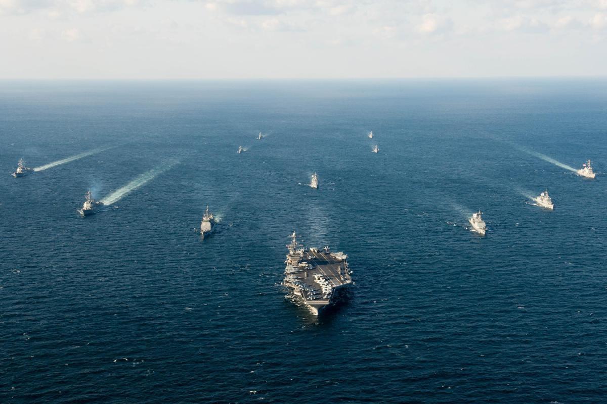 Theo chân máy bay Mỹ giám sát đảo Trung Quốc xây dựng phi pháp ở Biển Đông