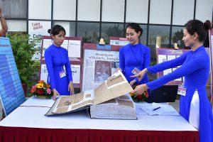Khai mạc triển lãm 'Tư liệu báo chí về Hoàng Sa'
