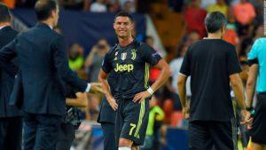 Vì sao Ronaldo khóc như mưa khi nhận thẻ đỏ?