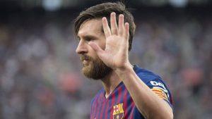 Sau 12 năm, Messi ngậm ngùi cúi đầu trước Ronaldo