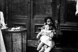 Mặt tối New York trong các khu ổ chuột cuối thế kỷ 19