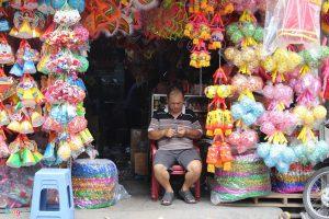 Đèn trung thu ế ẩm và nỗi buồn của nghệ nhân Việt