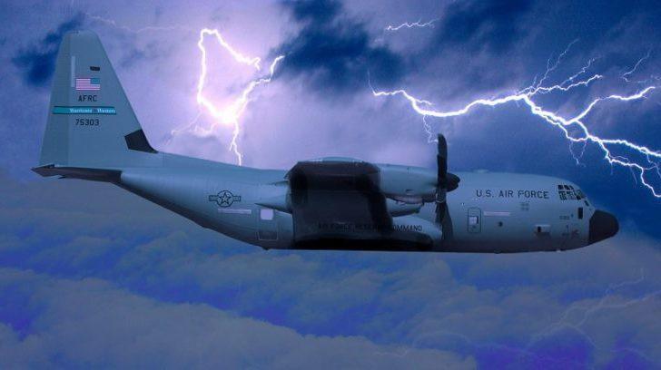 Những người bay thẳng vào giữa tâm siêu bão vì nhân loại