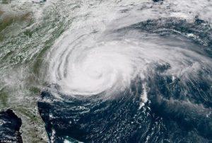 Lý do bất ngờ siêu bão Mangkhut 'né' Việt Nam và đổ bộ vào Trung Quốc