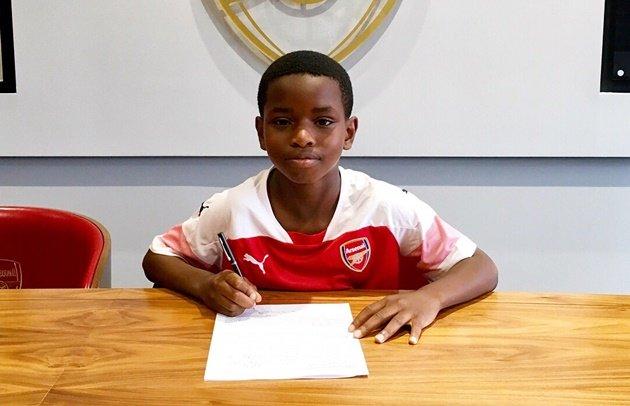 Sốc: Arsenal ký hợp đồng với cầu thủ 9 tuổi
