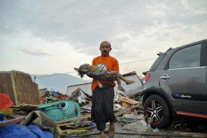 """Động đất và sóng thần Indonesia đã """"cuốn trôi"""" 420 người"""