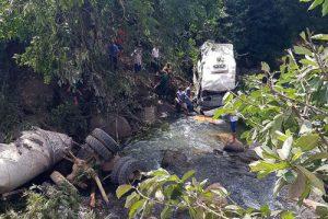 Tài xế xe bồn sai kỹ thuật khi xuống dốc khiến 13 người chết ở Lai Châu