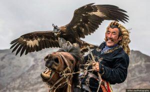Thợ săn đại bàng ở vùng Tân Cương Trung Quốc