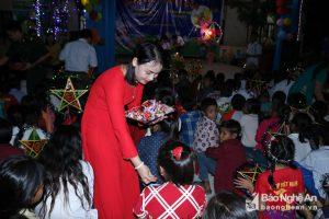 Nghệ An: Nhiều phần quà ấm tình đến với các em nhỏ đón Tết Trung thu