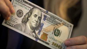 Ra tiệm vàng đổi 100 USD, anh thợ điện bị phạt 90 triệu