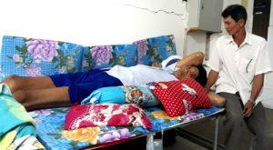 Cà Mau: Bệnh nhân cao 2,5 m không thể nằm vừa chiếc giường bệnh viện