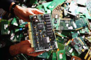 Chip gián điệp từ Trung Quốc gây rúng động tập đoàn Apple, Amazon
