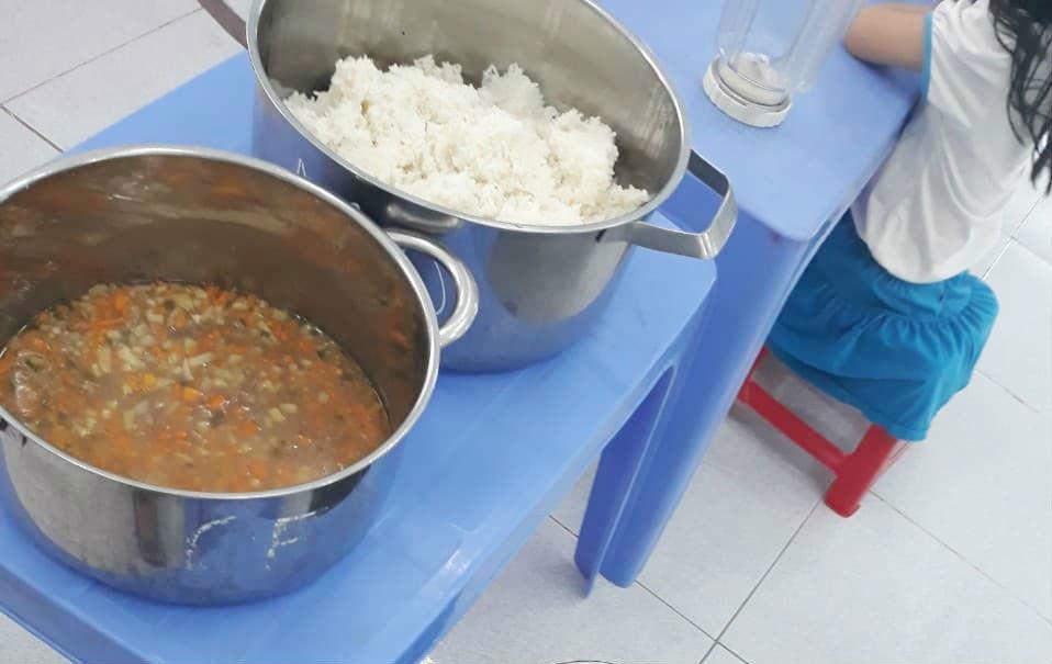 Vụ trẻ ăn cơm mốc, đầu cá: 11 giáo viên tố cáo hiệu trưởng