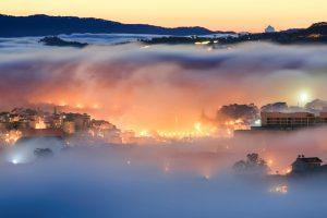 Khoảnh khắc Đà Lạt chìm trong sương mù tháng 10