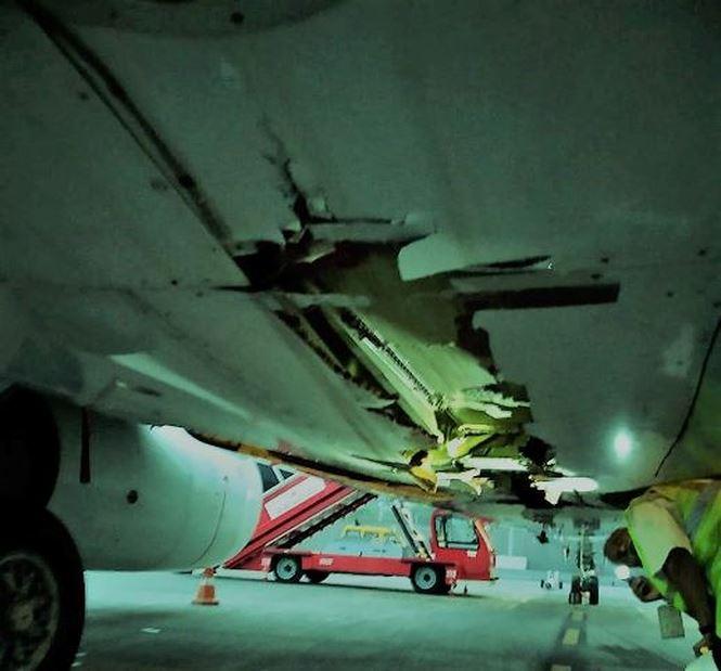 Máy bay chở 136 hành khách đâm nát tường vẫn tiếp tục cất cánh