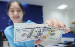 Đổi tiền USD ở đâu để không bị phạt 90 triệu đồng?