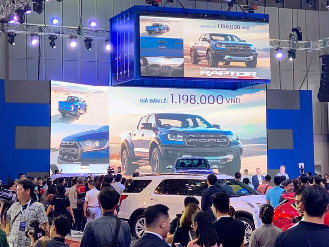 Sốc: Ô tô Ford Raptor 2018 rẻ hơn xe đạp ở Việt Nam