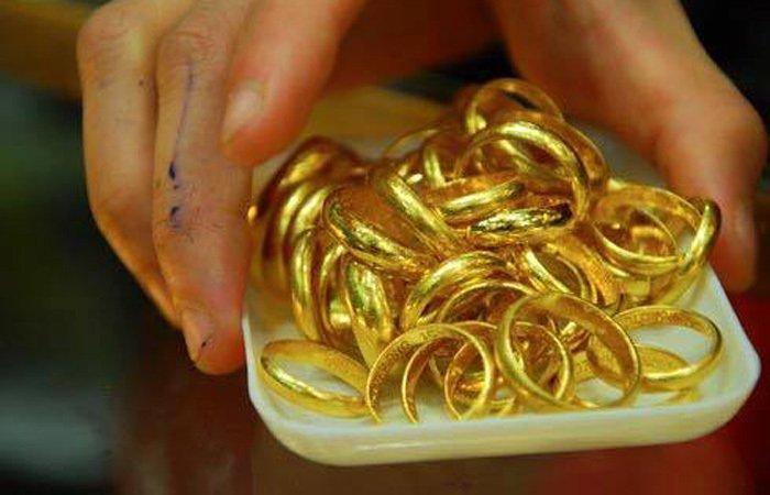 Giấu chồng quỹ đen 1 hộp vàng ròng: Tiền tỷ để riêng, hằng đêm mất ngủ