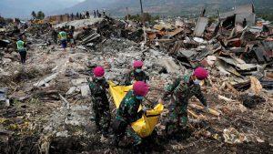 1.673 người chết, nhưng vẫn còn hơn 5.000 người mất tích sau động đất, sóng thần ở Indonesia